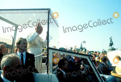 John Paul Photo - Pope John Paul Ii Photo Globe Photos Inc Popejohnpaulretro2