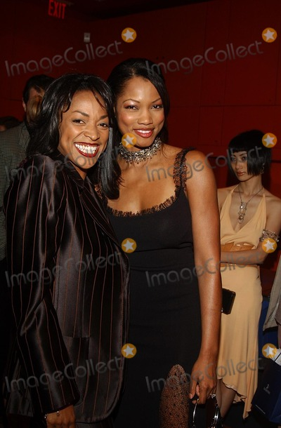 Kellita Smith Photo - K24758AG VOGUE TAKES BEVERLY HILLSSWAROVSKI AND VOGUE CELEBRATE THE ELEGANCE OF DANIEL SWAROVSKI PARIS CRYSTAL ACCESSORIESSWAROVSKI GALLERY STORE HOLLYWOODHIGHLAND HOLLYWOOD CA 04182002PHOTO BY AMY GRAVESGLOBE PHOTOSINC2002(D)KELLITA SMITH  GARCELLE BEAUVAIS