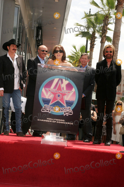 Robin McGraw Photo - Award-winning Country Recording Artists Brooks  Dunn Honored with Star on the Hollywood Walk of Fame 7021 Hollywood Blvd Hollywood CA 080408 Robin Mcgraw with Kix Brooks  Ronnie Dunn Photo Clinton H Wallace-photomundo-Globe Photos Inc