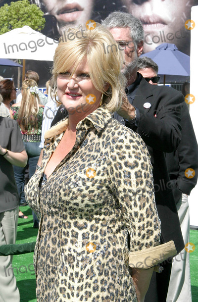 Dennie Gordon Photo - New York Minute World Premiere at Graumans Chinese Theatre in Hollywood California 05012004 Photo by Ed GelleregiGlobe Photos Inc2004 Dennie Gordon - Director