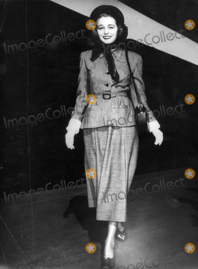 Patricia Neal Photo - Patricia Neal in Hollywood 1948 30030 Photo by Globe Photos Inc Patricianealretro