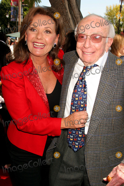 Dawn Wells Photo - Sherwood Schwartz Honored with Star on Hollywood Walk of Fame Hollywood Blvd Hollywood CA 030708 Sherwood Schwartz and Dawn Wells Photo Clinton H Wallace-photomundo-Globe Photos Inc