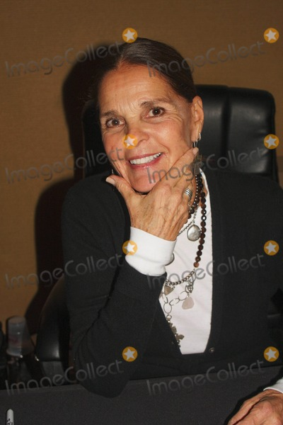 Ali Macgraw Photo - Chiller Theatre Expo - Day 2 at Hilton Parsippany in Parsippany New Jersey 10-31-2009 Photo by Barry Talesnick-ipol-Globe Photos Inc Ali Macgraw