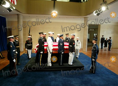 President Ronald Reagan Photo - Reagan Casket - Ceremony and Repose at Ronald Reagan Presidential Library in Simi Valley For Former President Ronald Reagan - 06072004 - Photo by PoolGlobe Photos Inc2004