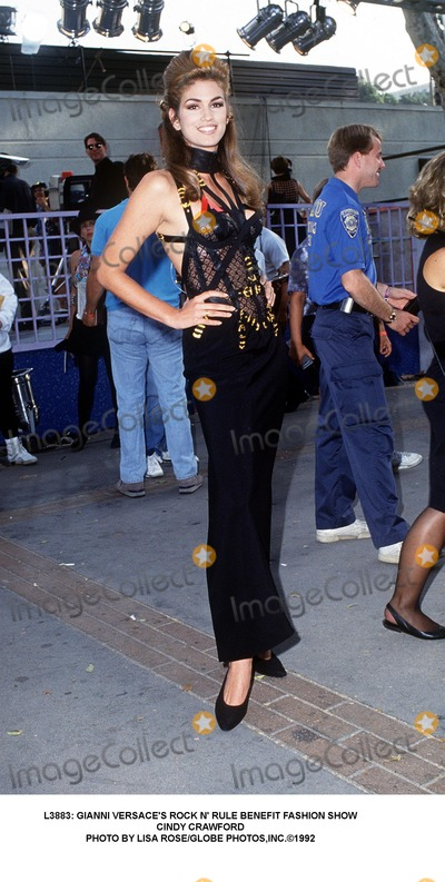 Gianni Versace Photo -  Gianni Versaces Rock N Rule Benefit Fashion Show Cindy Crawford Photo by Lisa RoseGlobe Photosinc