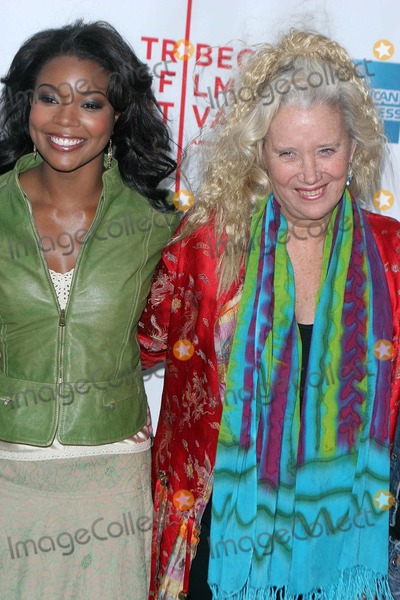 Gabrielle Union Photo - the 4th Annual Tribeca Film Festival Presents the World Premiere of Neo Ned at the Regal Battery Park New York City 04-22-2005 Photo by John Barrett-Globe Photos 2005 Gabrielle Union and Sally Kirkland