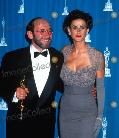 Albert Wolsky Photo - Academyawardsoscars L3024 1992 Academy Awards Demi Moore_albert Wolsky Photo by Michael FergusonGlobe Photosinc