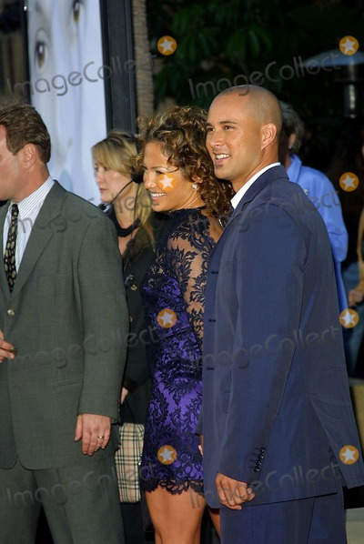 Angel Eyes Photo - Angel Eyes Premiere at the Egyptian Theatre in LA Jennifer Lopez  Chris Judd Photo by Fitzroy Barrett  Globe Photos Inc 5-15-2001 K21822fb (D)