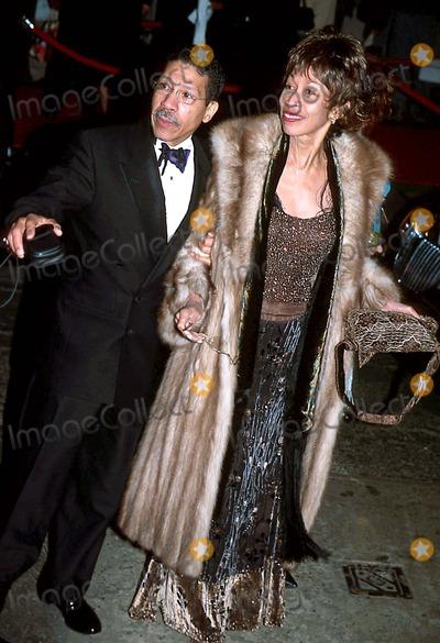 Liza Minnelli Photo - Sd0316 Liza Minnelli and David Gest Wedding Reception at the Regent New York City Mrs Sammy Davis Jr_altovise Davis Photo Byrick MaklerGlobe Photos Inc