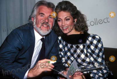 Kenny Rogers Photo - Kenny Rogers and Wife Marianne Kennyrogersretro Photo by Adam ScullGlobe Photos Inc