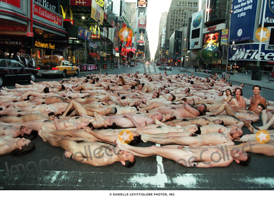 Spencer Tunick Photo - Danielle LevittGlobe Photos Inc