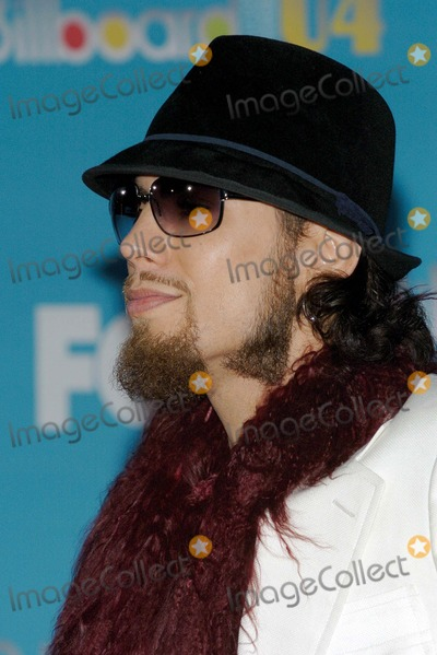 Dave Navarro Photo - 2004 Billboard Music Awards Arrivals at the Mgm Grand Hotel and Casino Las Vegas NV 12-8-2004 Photo by Fitzaroy Barrett  Globe Photos Inc 2004 Dave Navarro