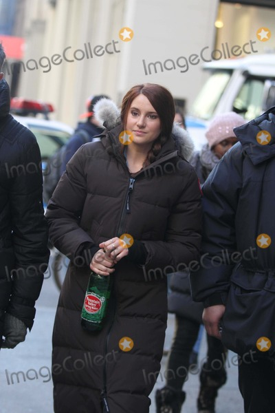 Shailene Woodley Photo - Shailene Woodley on the Movie Set of the Amazing Spider-man 2 on 6ave Between 22st and 23 St 3-4-2013 John BarrettGlobe Photo