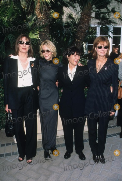 Amy Pascal Photo - Anjelica Huston with Meg Ryan  Amy Pascal and Susan Sarandon the 5th Women in Hollywood Luncheon at Four Seasons Hotel Los Angeles 1999 K14500fb Photo by Fitzroy Barrett-Globe Photos Inc