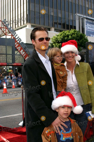 Liam Waite Photo - Natasha Henstridge Liam Waite and Their Sons - Peter Pan - Premiere - Manns Chinese Theater Hollywood CA - 12132003 - Photo by Nina PrommerGlobe Photos Inc2003