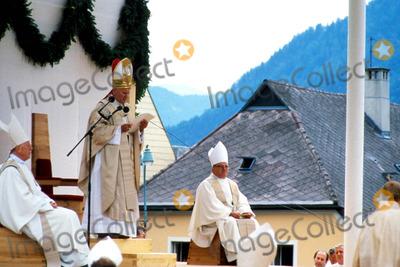 John Paul Photo - Pope John Paul Ii in Austria Photo Globe Photos Inc Popejohnpaulretro2
