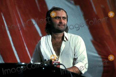 Phil Collins Photo - Live Aid Concert at Veterans Stadium Philadelphia 07-15-1985 Photo Mike Grossman-Globe Photos Inc 1985 Phil Collins Liveaidretro