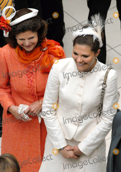 Queen Silvia Photo - Visit to Fiels Shopping Centre-swedish State Visit-restaden Copenhagen Denmark 05-10-2007 Photo by Ricardo Ramirez-richfoto-Globe Photos Inc Queen Silvia and Princess Victoria of Sweden