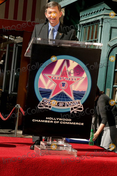 Peter Graves Photo - Peter Graves Honored with Star on the Hollywood Walk of Fame 6667 Hollywood Blvd Hollywood CA 103009 Leron Gubler Photo Clinton H Wallace-photomundo-Globe Photos Inc
