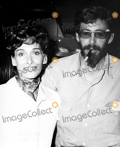 Peter OToole Photo - Peter Otoole and Wife at the Ccannes Film Festival 1972 9053 IpolGlobe Photos Inc Peterotooleretro