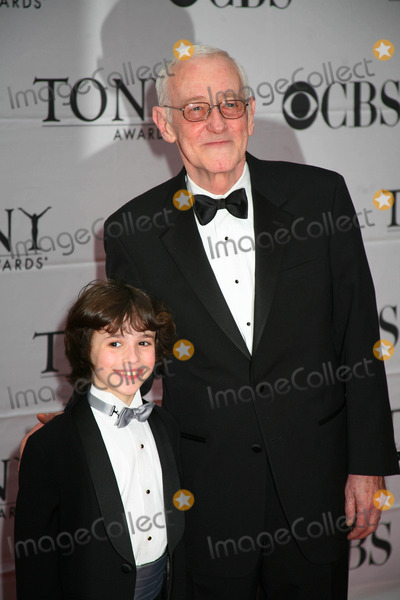 John Mahoney Photo - The Tony Awards Radio City Music Hall  New York City Red Carpet Arrivals 06-10-2007 Photos by Sonia Moskowitz Globe Photos Inc 2007 John Mahoney