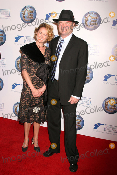 Amy Dolenz Photo - the 2008 World Magic Awards Barker Hangar Santa Monica CA 101108 Micky Dolenz and Daughter Ami Dolenz Photo Clinton H Wallace-photomundo-Globe Photos Inc