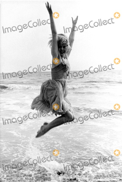 Joey Heatherton Photo - Joey Heatherton 1963 19586 MuldrowGlobe Photos Inc