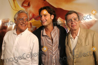 Antonio Fagundes Photo - SAO PAULO BRAZIL Brazilian actor and model Rodrigo Santoro at the film premiere of A Dona da Historia (The owner of the History) directed by Daniel Filho at the UCI Jardim Sul in S Paulo Rodrigo Santoro is one of the actors in the movie On the photo Santoro with actor Antonio Fagundes (L) and director Daniel Filho (R)  09272004PHOTO GILBERTO MARQUESAECITYFILESGLOBE PHOTOS INCK39695