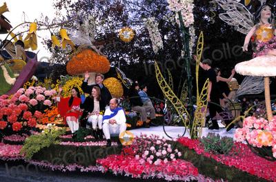 Scott Hamilton Photo - 111th Rose Parade Pasadena CA Olympic Skaters Scott Hamilton Katia Gordeva Lu Chen (Jenni Meno) Todd Sand Ilia Kulik 01-01-2000 Photo by Nina Prommer-Globe Photos Scotthamiltonretro