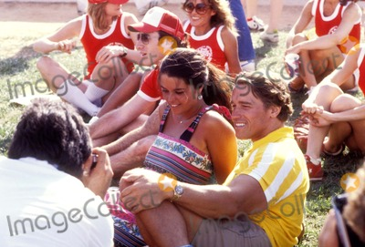 ARNOLD SCHWARZENEGER Photo - Arnold Schwarzeneger and Maria Shriver Photo by Globe Photos Inc 1980 Arnold Schwarzenegger