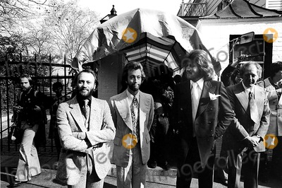 Bee Gees Photo - The Bee Gees at Gracie Mansion 1976 Ny771 B StraussGlobe Photos Inc Beegeesretro