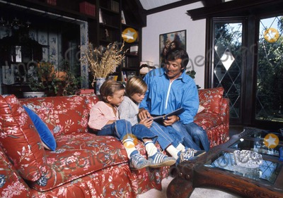 Lyle Waggoner Photo - Lyle Waggoner with Sons Jason and Beau 1976 Photo by Steven SchatzbergGlobe Photos Inc