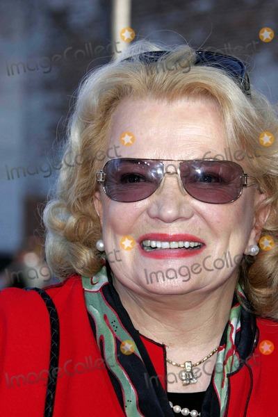 Gena Rowlands Photo - Gena Rowlands - Wicked - Los Angeles Premiere - Pantages Theater Hollywood CA - 06-22-2005 - Photo by Nina PrommerGlobe Photos Inc2005 -