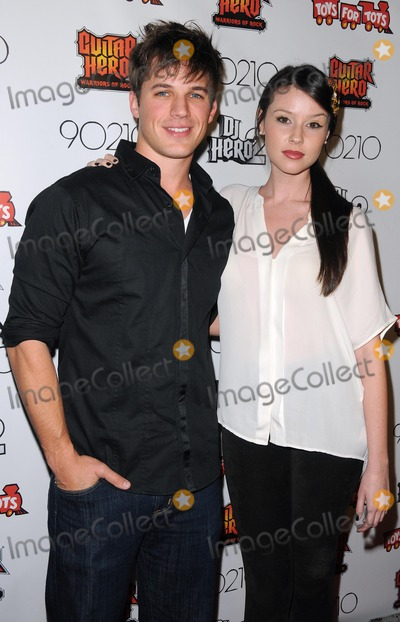 90210 cast members dating