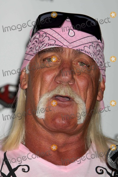 Hulk Hogan Photo - Hulk Hogan at Press Conference to Announce His Return to the Ring with Tna Wresting on Spike Tv Channel and Also Promoting His New Book My Life Outside the Ring at Madison Square Garden NYC 10-27-2009 Photo by John Barrett -Globe Photos Inc 2009