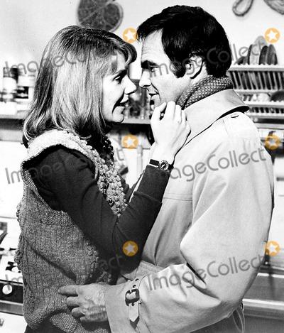 Burt Reynolds Photo - Jill Clayburgh and Burt Reynolds in Starting Over Supplied by Globe Photos Inc