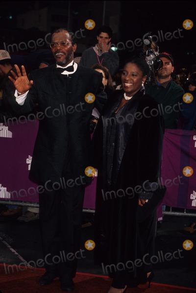 Samuel Jackson Photo - Samuel Jackson with Wife 1995 Essence Awards K1530ww Photo by Walter Weissman-Globe Photos Inc