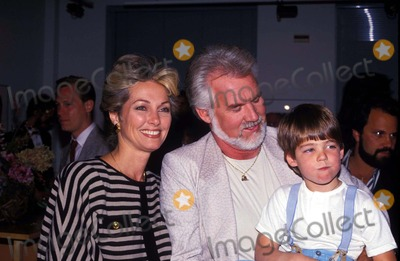 Kenny Rogers Photo - Kenny Rogers and Marianne Rogers and Chris F3337 1986 Photo by John BarrettGlobe Photos Inc