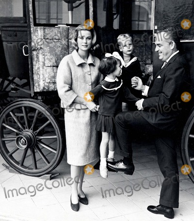 Albert de Monaco Photo - Le Prince Rainier LA Princesse Grace Caroline Et Albert DE Monaco 1961 Jdf  Omedias  Lukomski Photo Byomedias-Globe Photos Inc