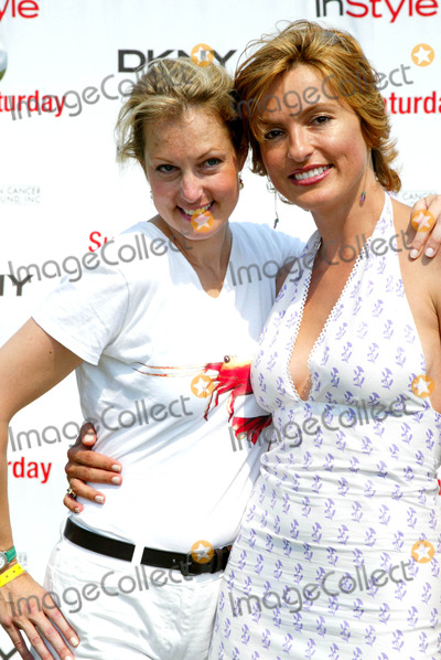 Ali Wentworth Photo -  Sd07262003 Super Saturday 6 the Annual Star Studded Designer Sale and Family Event to Benefit the Ovarian Cancer Research Fund Water Mill  NY Ali Wentworth_mariska Hargitay Photo by Sonia Moskowitz  Globe Photosinc