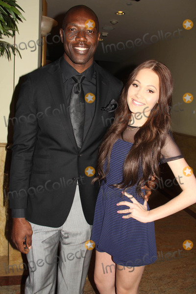 Terrell Owens Photo - Dream Builders Project Presents the 2nd Annual a Brighter Future For Children to Benefit the Audrey Hepburn Cares Center at Childrens Hospital Los Angeles Taglyan Cultural Complex Hollywood CA 03052015 Terrell Owens and Kelli Berglund Clinton H WallaceipolGlobe Photos