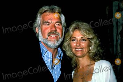 Kenny Rogers Photo - Kenny Rogers with Wife Marianne Photo ByGlobe Photos Inc 1986 Kennyrogersretro