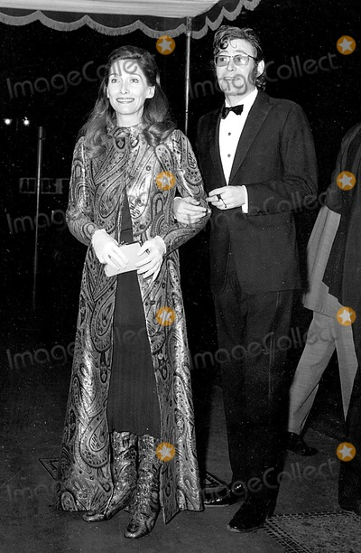 Peter OToole Photo - Peter Otoole and His Wife at the Premiere of Murphys War at the Odeon in Londons Leicester Square 1131971 Globe Photos Inc Peterotooleretro