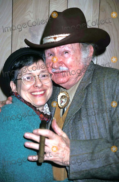 Al Lewis Photo - AL Lewis with Wife Karen in New Yorkcity 01-09-1998 Photo by Walter Weissman-Globe Photos Inc