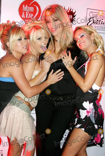 Austyn Moore Photo - Pirates World Premiere Starring Jesse Jane Egyptian Theatre Hollywood CA 09-12-2005 Photo Clinton Hwallace-photomundo-Globe Photos Inc Austyn Moore Jesse Jane Janine and Carmen Luvana