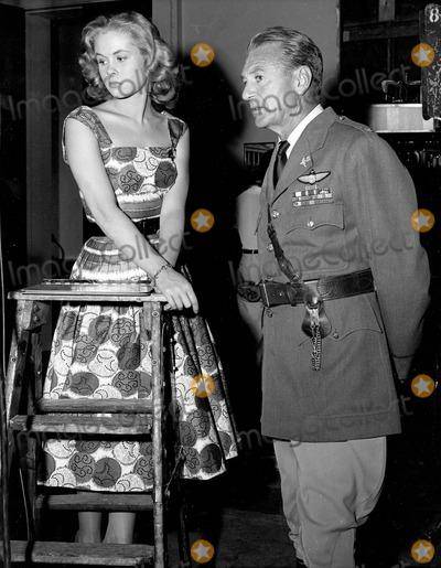 Elizabeth Montgomery Photo - Elizabeth Montgomery with Gary Cooper Photo by Smp-Globe Photos Inc