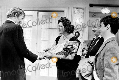 Peter O Toole Photo - Peter Otoole Lainie Kazan and Mark Linn-baker in My Favorite Year 1982 Supplied by Globe Photos Inc Peterotooleretro