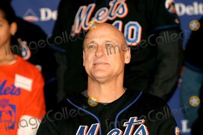 Art Howe Photo - New York Mets 2004 Caravan Pep Rally Grand Central Station New York City 1202004 Photo Barry Talesnick  Ipol  Globe Photos Inc 2004 Art Howe