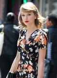 Taylor Swift Photos - Photo by KGC-146starmaxinccomSTAR MAX2014ALL RIGHTS RESERVEDTelephoneFax (212) 995-119642814Taylor Swift out and about(NYC)