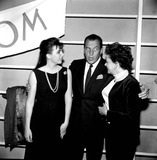 Liza Minnelli Photo - Liza Minnelli and Mom Judy Garland with Ed Sullivan 19277b27304a Globe Photos Inc Judygarlandobit
